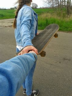 I simply love this moments with my sweetie cousin❤ We were together nearly everywhere I love her so much, cause I had #bestmemories with her #tb #skateboard #jeansjacket❤