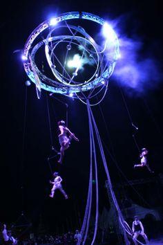 spectacle de cirque aérien, spectacle de rue luxury event, circus art, aerial performance