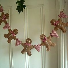 Felt gingerbread man garland so cute! Christmas Bunting, Felt Christmas Ornaments, Christmas Sewing, Magical Christmas, Christmas Makes, Noel Christmas, Handmade Christmas, Dough Ornaments, Vintage Christmas