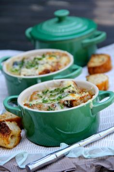 French Onion Soup -- perfect recipe for my adorable Le Creuset mini cocottes! My favorite soup Soup Recipes, Great Recipes, Cooking Recipes, Favorite Recipes, Recipies, Think Food, Love Food, Mini Cocotte Recipe, Soup And Sandwich