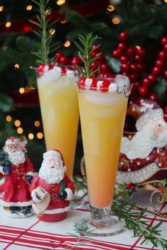 AMBROSIA:  -2 onces de Rum à la noix de coco, comme le Malibu -1 once de jus d'orange -1 once de jus d'ananas -De la grenadine -Des mini guimauves et des cerises confites sur bâton comme déco!  Source: yoursouthernpeach.com