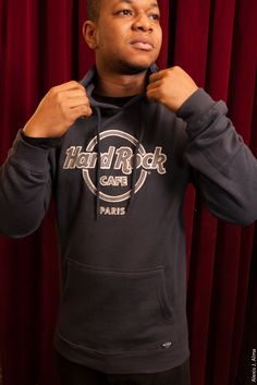 Amadou de notre boutique porte Logo Hoodie