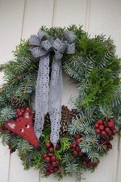 beautiful wreath / Valkoinen Puutalokoti Noel Christmas, All Things Christmas, Christmas Wreaths, Christmas Decorations, Holiday Decor, Christmas Craft Projects, Shabby, Decorating Ideas, Autumn