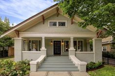 2612 Stanford St, Houston, TX 77006 In 2019 Old Houses in house painting houston cost Craftsman Bungalow Exterior, Bungalow Homes, Craftsman Style House Plans, House Paint Exterior, Craftsman Bungalows, Exterior Design, Craftsman Homes, Craftsman Porch, Craftsman Kitchen