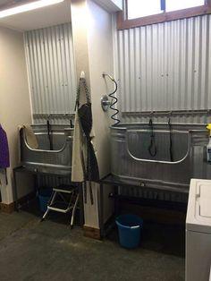 Dog bathing tubs, extra heavy duty dog crates, etc. Dog Grooming Shop, Dog Grooming Salons, Dog Grooming Business, Dog Bathing Station, Diy Dog Wash, Dog Kennel Designs, Kennel Ideas, Dog Boarding Kennels, Dog Kennels