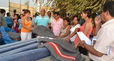 El Comité de Damas hizo la entrega de conservas de atún y panetones, donde además su presidenta, Rosario Arámbulo Gordillo, se comprometió a llevar donaciones de ropa en las próximas horas; mientras que la Red de Salud Bajo Piura entregó ropa a los damnificados.