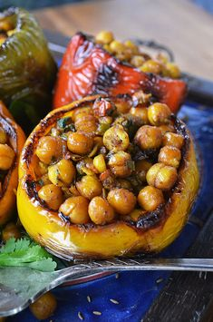 Spiced chickpea stuffed peppers is a vegan and vegetarian recipe that showcases the humble chickpea in all of its glory. Ideal as a main dish or side dish. Veggie Recipes, Diet Recipes, Vegetarian Recipes, Chickpea Recipes, Vegetarian Dinners, Top Recipes, Veggie Dishes, Rotisserie Chicken Casserole Recipe, Vegetarian Stuffed Peppers