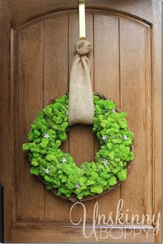 How to make a DIY Reindeer Moss Wreath for the Holidays.   This would make a perfect homemade Christmas gift!