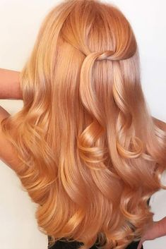 A rose gold hair shade in its essenc. A rose gold hair shade in its essence is metallic pink Peach Shade Hair Color. A rose gold hair shade in its essence is metallic pink - Peach Hair Colors, Bold Hair Color, Ombre Hair Color, Hair Color Balayage, Pink Hair, Ombre Rose, Pink Color, Blonde Color, Red To Blonde Hair