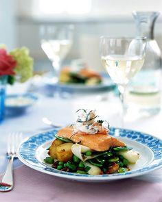 Rezept für Saibling mit Shrimps-Joghurt bei Essen und Trinken. Ein Rezept für 4 Personen. Und weitere Rezepte in den Kategorien Fisch, Gemüse, Kartoffeln, Kräuter, Meeresfrüchte, Milch + Milchprodukte, Nüsse, Schwein, Schalen- und Krustentiere, Hauptspeise, Backen, Braten, Kochen.