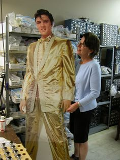 Elvis visited the @classiclegacy studio! #CLcustomgifts