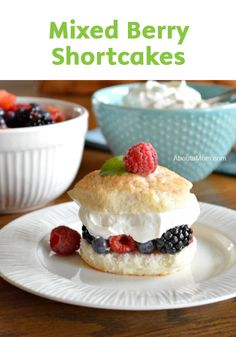 Looking for a light and fruity dessert? This Mixed Berry Shortcake recipe is the perfect treat: it's like biting into a delicious and fruity cloud!