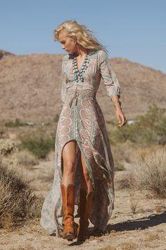 ≫∙∙ boho, feathers + gypsy spirit ∙∙≪ no cowgirl boots though .cute still!