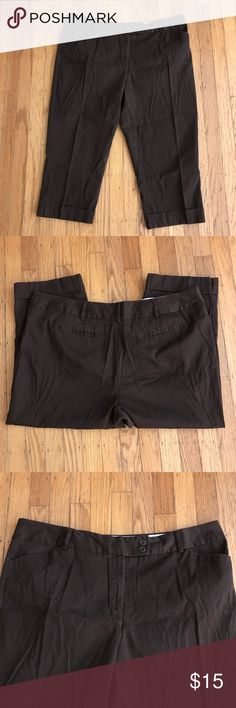 """EUC Women's London Fit Cuffed Capri Pants 16 Get ready for summertime in these slimming dark cuffed brown capris! 4-Pocket design. Double button/zipper front.Flat front. EUC-no rips, snags or stains.  Waist 19.5"""" Inseam 22"""" George Pants Capris"""