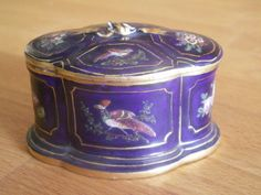 FLIGHT AND BARR WORCESTER PORCELAIN INKWELL HAND PAINTED WITH BIRDS