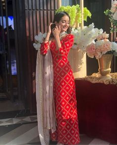 Pakistani Dresses Casual, Indian Gowns Dresses, Indian Fashion Dresses, Dress Indian Style, Pakistani Dress Design, Stylish Dress Designs, Designs For Dresses, Stylish Dresses, Designer Kurtis