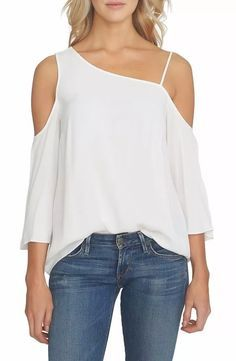 Blusas Modern Liar Women White Sense we have chosen the newest fashion clothes for you. New Fashion Clothes, Look Fashion, Trendy Fashion, Fashion Outfits, Fashion Tips, Fashion Design, Modern Fashion, One Shoulder Tops, Cold Shoulder