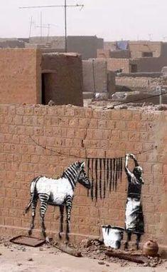 Streetart by Banksy. Plus Streetart by Banksy. 3d Street Art, Street Art Banksy, Amazing Street Art, Street Artists, Amazing Art, Awesome, Banksy Graffiti, Graffiti Artwork, Bansky