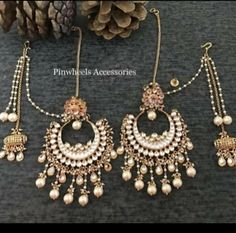 Jewelry Design Earrings, Gold Hoop Earrings, Drop Earrings, Indian Jewellery Design, Indian Jewelry, Girls Accessories, Indian Outfits, Board, Clothing