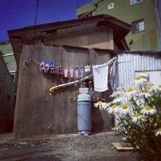 .@alduslee | 정겨운 신발가족 #감천문화마을 #부산#골목 | Webstagram