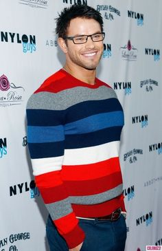 Kellan Lutz in a sweater and glasses.. *sigh*