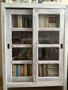 Ideas que mejoran tu vida Glass Front Cabinets, Woodworking Basics, Antique Cabinets, Chalk Paint, Decoupage, Bookcase, Diy, Victorian, The Originals