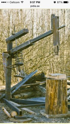 How to Build a Spring Assist Manual Log Splitter with a Car Suspension Spring and Some Scrap Steel to make your Firewood Splitting Task Easy! Firewood Rack Plans, Manual Log Splitter, Kindling Splitter, Splitting Wood, Blacksmith Projects, Into The Woods, Metal Projects, Welding Projects, Homemade Tools