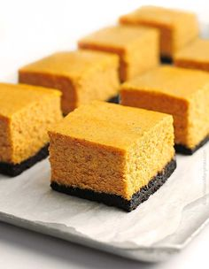 This Pumpkin cheesecake bars recipe is made with spices, pumpkin puree and cheesecake and is a dessert perfect for Thanksgiving, Christmas or Halloween. Fall Desserts, Just Desserts, Delicious Desserts, Yummy Food, Pumpkin Cheesecake Bars, Cheesecake Recipes, Dessert Recipes, Cheesecake Squares, Pumpkin Bars