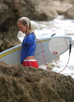 looks like me but with one arm, i love bethany hamilton! Surfer Girl Outfits, Surfer Girls, Turtle Bay Hawaii, Hamilton Painting, Fille Anime Cool, Bethany Hamilton, Surfing Quotes, Soul Surfer, Malibu Barbie