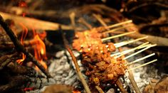 "i traditional food from indonesia, the name is ""sate"""