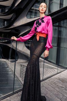 Naeem Khan Spring 2021 Ready-to-Wear Collection - Vogue Naeem Khan, Vogue Fashion, Look Fashion, Fashion News, Fashion Design, Dress Fashion, Vogue Paris, Vogue India, Mermaid Skirt