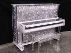 Lady Gaga's bubble-filled piano made of Lucite Lux®