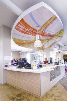Projet Robert Légaré, store, color veiling, cashier sounter, boutique, retombé de plafond coloré, comptoir caisse