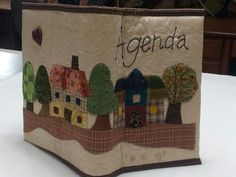 Capa para agenda com apliqué Yoko Saito ,by Lu Buluka.