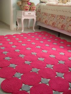 marcia sartori crochetando - check out all the unique ideas for crocheted rugs on this site Crochet Quilt, Love Crochet, Crochet Motif, Crochet Doilies, Knit Crochet, Crochet Patterns, Crochet Home Decor, Crochet Crafts, Crochet Projects