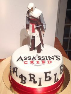 Think Cas Anvar would love this Assassin's Creed Altair cake may have to do one in Assassin's Creed party. Was one lucky awesome fan to get one for their birthday. Assassins Creed, 2 Birthday Cake, 10th Birthday Parties, Birthday Ideas, Fondant Cakes, Cupcake Cakes, Princess Sofia Cake, Video Game Cakes, Gateaux Cake