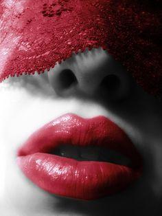 ..oggi vedo rosso..  il Rosso Vita……………..è cosi bello poterlo annusare e condividere….ancora…