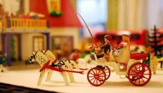 Hry na rozlučku se svobodou na doma i do terénu - Svatební šílenství Wedding Carriage, Christmas Ornaments, Holiday Decor, Western Weddings, Prehistory, Andorra, November, Playmobil, Christmas Jewelry