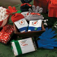Popcorn Snowman Gifting Idea!! http://www.freefunchristmas.com/handmade-christmas-gifts/snowman-popcorn-gift/