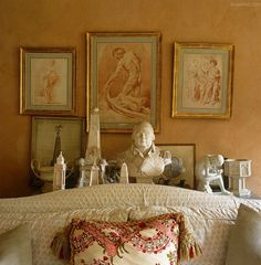 A collection of sepia engravings match perfectly the colour with which John Fowler has painted the walls of the intimate living room ~ Nicky Haslam design. I like the engravings since the first time I saw them in an AD Magazine.