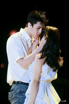 She looks tiny next to him. Oh Sehun.so yummy. Kpop Couples, Cute Couples, Luhan, Exo Kai, Sehun Irene, Breastfeeding Photos, Exo Couple, Korean Face, Krystal Jung