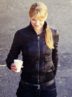 Fringe. Olivia Dunham...she's so adorable... and I NEED this jacket.