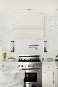 Kitchen Backsplash. The backsplash in this kitchen is honed White Marble. #Kitchen #Backsplash #Whitemarble