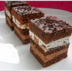 Prajitura cu ciocolata, frisca si batoane Romanian Food, Romanian Recipes, Tiramisu, Biscuits, Sweet Tooth, Deserts, Sweets, Cooking, Ethnic Recipes