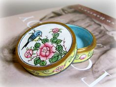 Vintage Chinese enamel bird round ring box