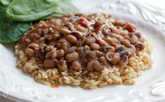 Slow Cooked Black Eyed Peas with Ham  Gina's Weight Watcher Recipes   Servings: 8 • Serving Size: 1 cup • Old Points: 3 pts • Points+: 4 pts  Calories: 161.4 • Fat: 1.6 g • Protein: 9.3 g • Carb: 29.2 g • Fiber: 6.7 g