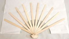 How to Make a Fabric Hand Fan Costume Fleur, Hobbies And Crafts, Arts And Crafts, Diy Fan, Tissue Paper Flowers, Popsicle Stick Crafts, Paper Fans, Japanese Paper, Origami Paper