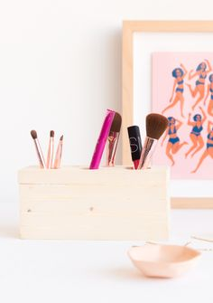 Put My Blush Down, Flip It and Reverse It: How to Make a (Reversible) DIY Makeup Organizer - Paper and Stitch