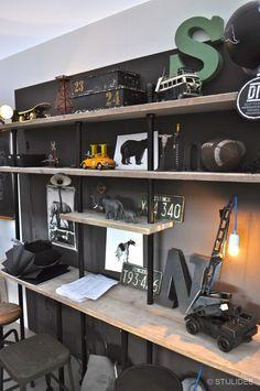 regardsetmaisons: Comment aménager un coin bureau dans son salon Boys Bedroom Decor, Small Room Bedroom, Boy Bedrooms, Estilo Interior, Boy Room, Home Office, Geek Furniture, Furniture Ideas, Teen Desk
