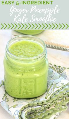 This ginger pineapple kale smoothie is packed with delicious anti-inflammatory ingredients. It's naturally gluten free & vegetarian with vegan low FODMAP and paleo options. You can whip it up in less than 5 minutes for a quick and easy breakfast or snack. Pineapple Kale Smoothie, Ginger Smoothie, Vegetarian Smoothies, Easy Smoothies, Vegetarian Meals, Parfait, Best Smoothie Recipes, Nutribullet Recipes, Healthy Recipes